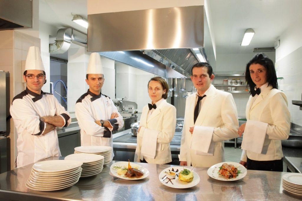 Las Principales funciones de un chef son